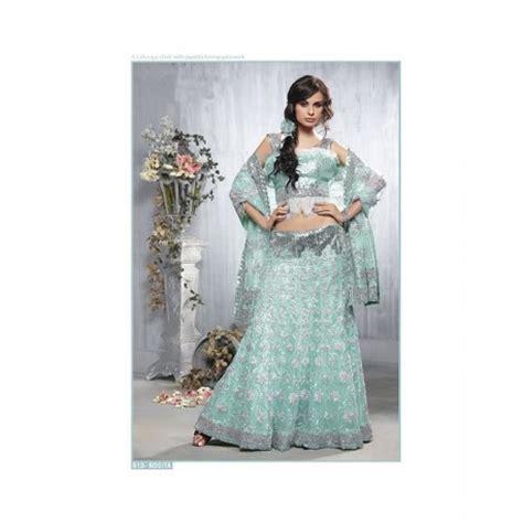 robe indienne brodee avec des fleurs argentees