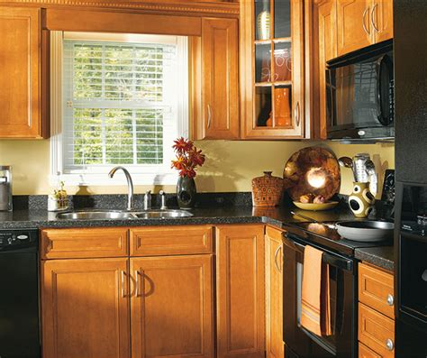 kitchen cabinets maple wood maple wood cabinets in traditional kitchen aristokraft 6212