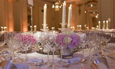 Tischdeko Mit Kerzen Und Blumen by Tischdeko Mit Kerzen Klischee Oder Klasik Archzine Net