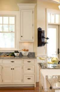 vintage decorating ideas for kitchens vintage kitchen cabinets decor ideas and photos