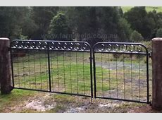 'Circle' wire mesh gate with wrought iron circles Design