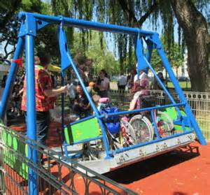 economie une aire de jeux sp 233 cialement con 231 ue pour les enfants en fauteuil roulant