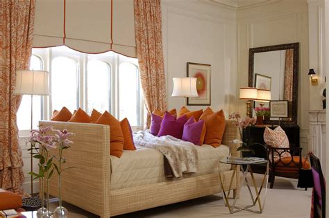 Decorate Your Living Room Using Colorful Throw Pillows