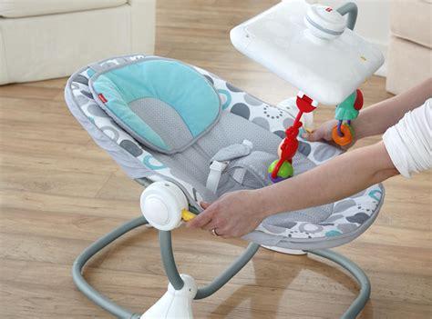 bebe en siege un siège bébé fisher price avec dérive ou évolution