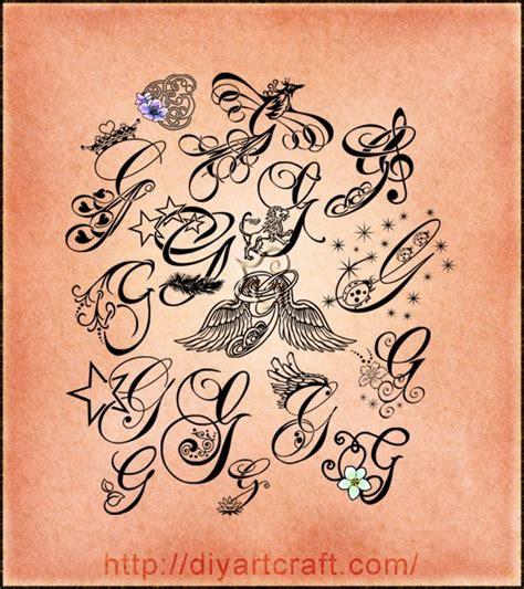 tatoo con lettere 16 lettere stilizzate maiuscola g corsivo elegante e
