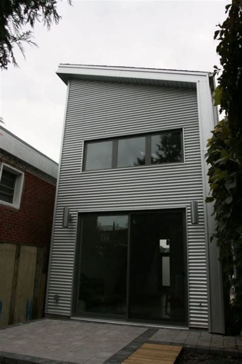 Modern Industrial Tall Tiny House in Toronto