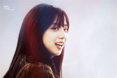 blackpinks jisoo debuts brand haircut bangs