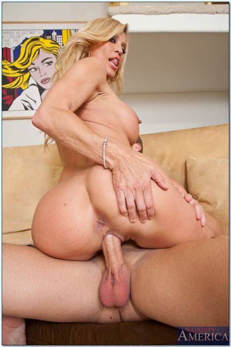 Hot Milf Porn Star Amber Lynn Swallowing Jizz Busty Vixen
