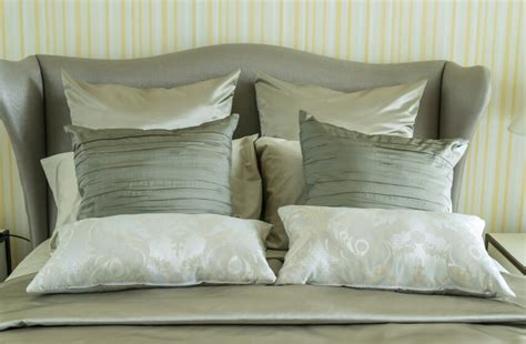 White Accent Pillows For Bed by 50 Decorative King And Bed Pillow Arrangements