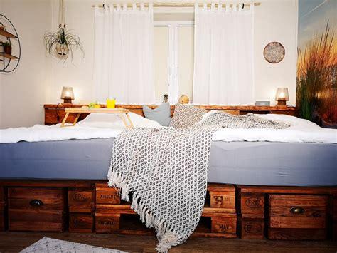 Bettgestell Aus Europaletten by ᐅ Palettenbett Selber Bauen Kaufen Europaletten Bett