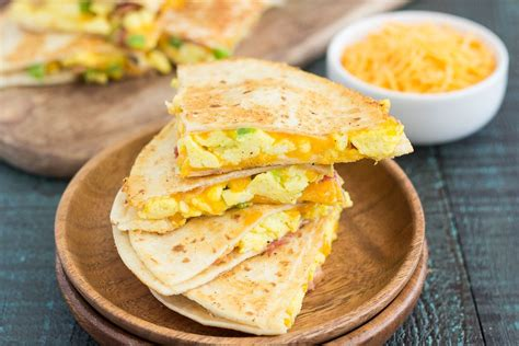 easy breakfast quesadillas plus a video pumpkin n spice