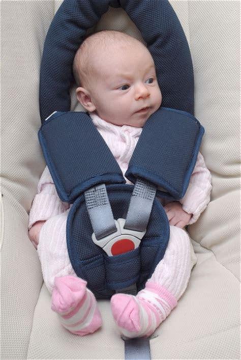 choisir un siège auto bébé préparer un voyage avec bébé en voiture