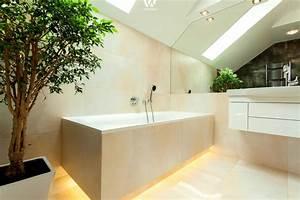 Indirekte Beleuchtung Badezimmer : besonders abends wirkt diese indirekte beleuchtung unter der badewanne noch ent spannender ~ Sanjose-hotels-ca.com Haus und Dekorationen