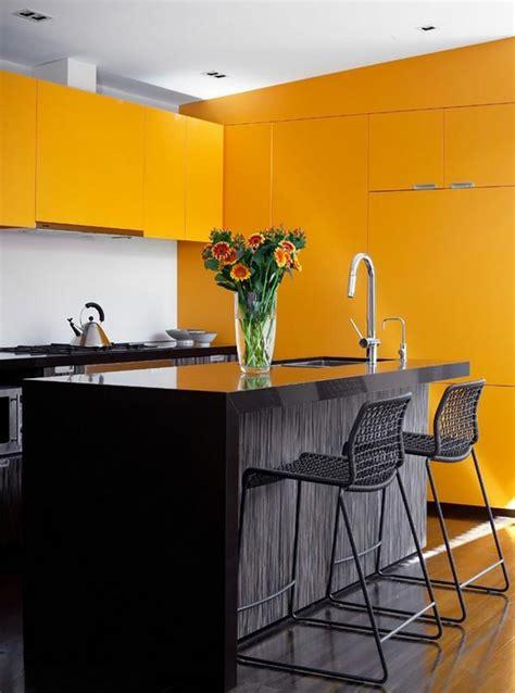 cuisine ambiance ambiance accueillante et conviviale dans une cuisine jaune