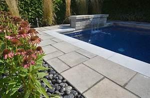Amenagement paysager autour d une piscine creusee ou31 for Photo amenagement paysager exterieur 13 terrasse en pave uni et implantation dune piscine creusee