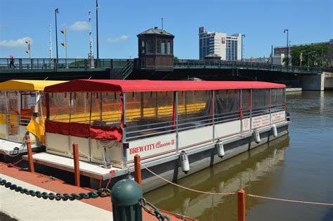Boat Rental Milwaukee by City Business Riverwalk Boat Tours Rentals 187