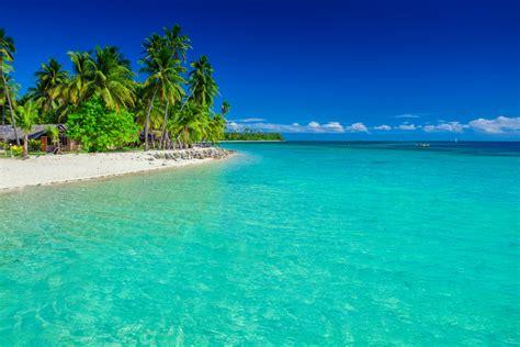 menjelajah pantai pantai indah  pulau semau