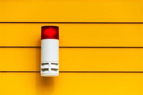 die smart home alarmanlage l 228 sst einbrecher dumm aussehen