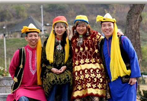 traditional dresses and fashion culture across different