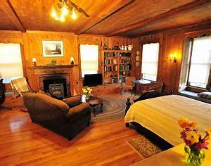 comfortable convenient bed and breakfast lodging near With honeymoon suite near me
