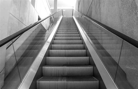 le scale mobili compiono  anni il falso mito della