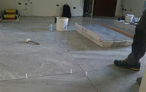 posare piastrelle pavimento pavimento in piastrelle i costi della posa in opera