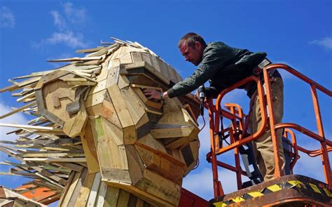 wood     giant sculptures