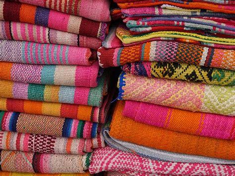 peru textile   aracari