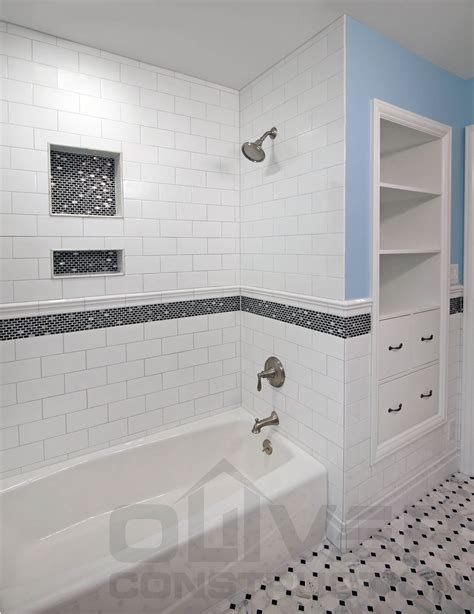 Bathrooms With Subway Tile Ideas by White With Black Accent Bathroom Subway Tile With Accent