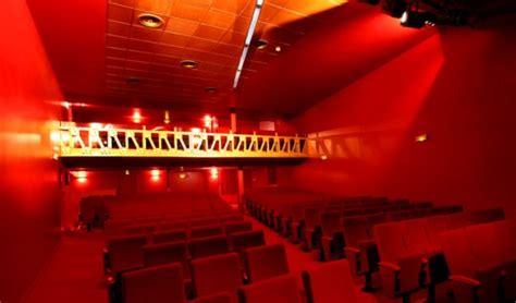 salle de spectacle le tigre la salle de spectacle et le balcon de la 233 die od 233 on