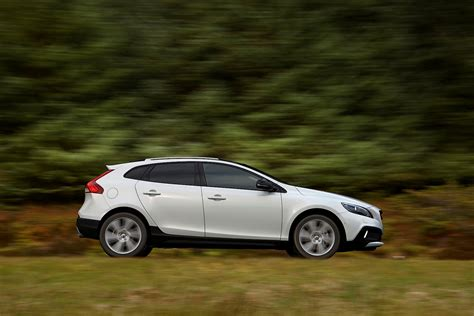 what s the new volvo commercial about 2016 volvo v40 cross country commercial features nina