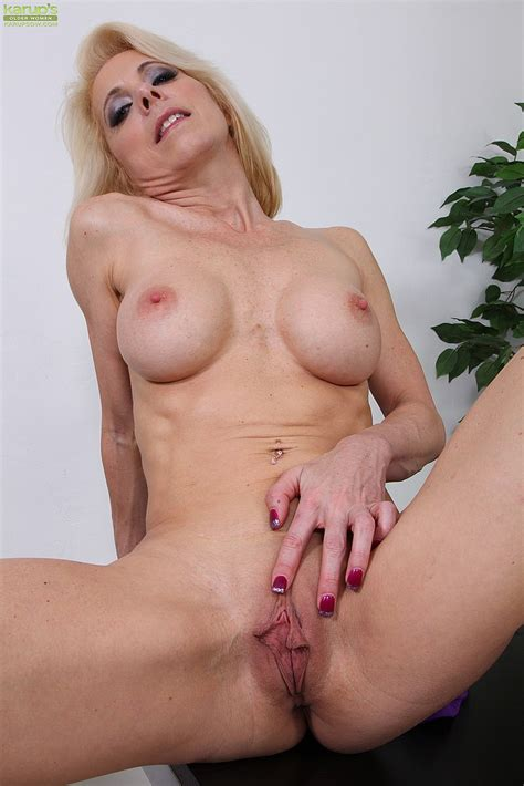 Blonde Cougar Jodie Stacks Show Off Her Cans Milf Fox