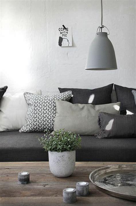 grey sofa cushion ideas wohnzimmerlen die ihr ambiente schick und originell