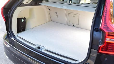 volvo xc suv practicality boot space carbuyer