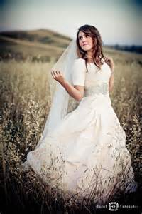 Country Wedding Dresses with Sleeves Modest