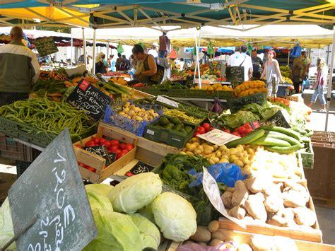 le marché de la cuisine cuisine du monde au marché du canal couvert de mulhouse