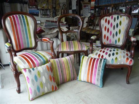 restaurer un canapé restauration fauteuil canapé tapissier décorateur