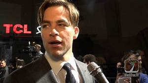 Chris Pine at Horrible Bosses 2 Red Carpet - YouTube