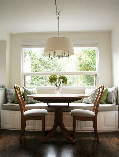 Building a window seat can be built in a few days. Get This Look: Built-in Banquette Bench | Remodelaholic