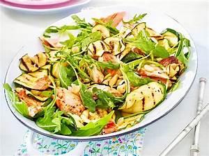 Salat Mit Geräuchertem Lachs : zucchini salat mit lachs rezept lecker ~ Orissabook.com Haus und Dekorationen