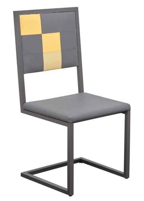 chaise dossier haut design chaise design à dossier haut pied tine mobilier les pieds sur la table