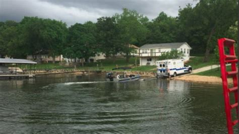 Boat Crash Kansas by Lake Of The Ozarks Boat Crash Kills Three Injures Two