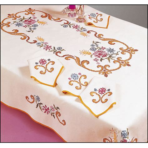 nappe a broder au point de croix p 233 n 233 lope nappe rectangulaire imprim 233 e point de croix margot 8769 broderies cie