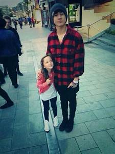 This is just too cute! Look at that little girl's face ...