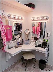 25+ best ideas about Corner Makeup Vanity on Pinterest