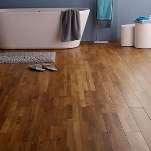 Bois Pour Salle De Bain : poser un parquet pour refaire sa salle de bain castorama ~ Melissatoandfro.com Idées de Décoration