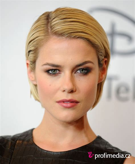 rachael taylor height weight body measurements bra size