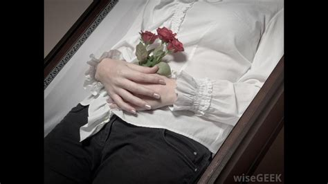 32 celebrities open casket funerals