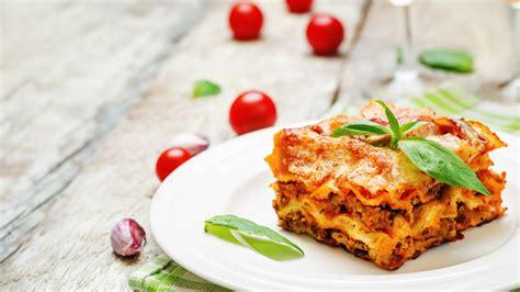 anthony bourdains lasagne bolognese