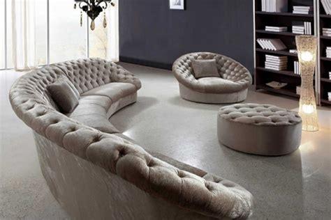 ausgefallene sofas verleihen dem wohnzimmer eine